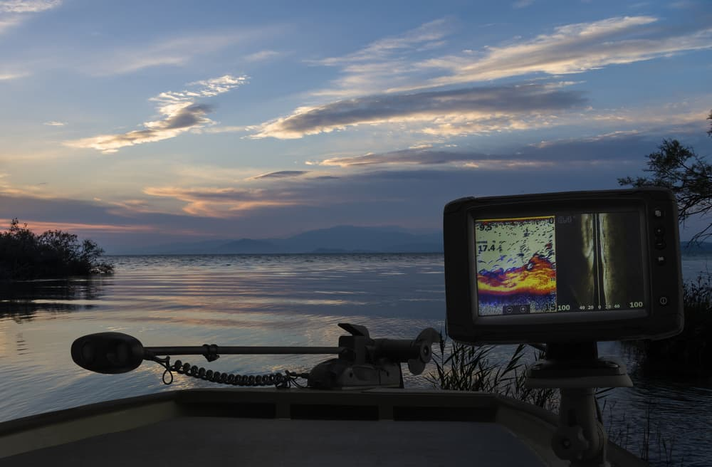 Best Fish Finder Buying Guide - reviewedbest.com